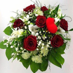 Blumenstrauß in rot und weiß